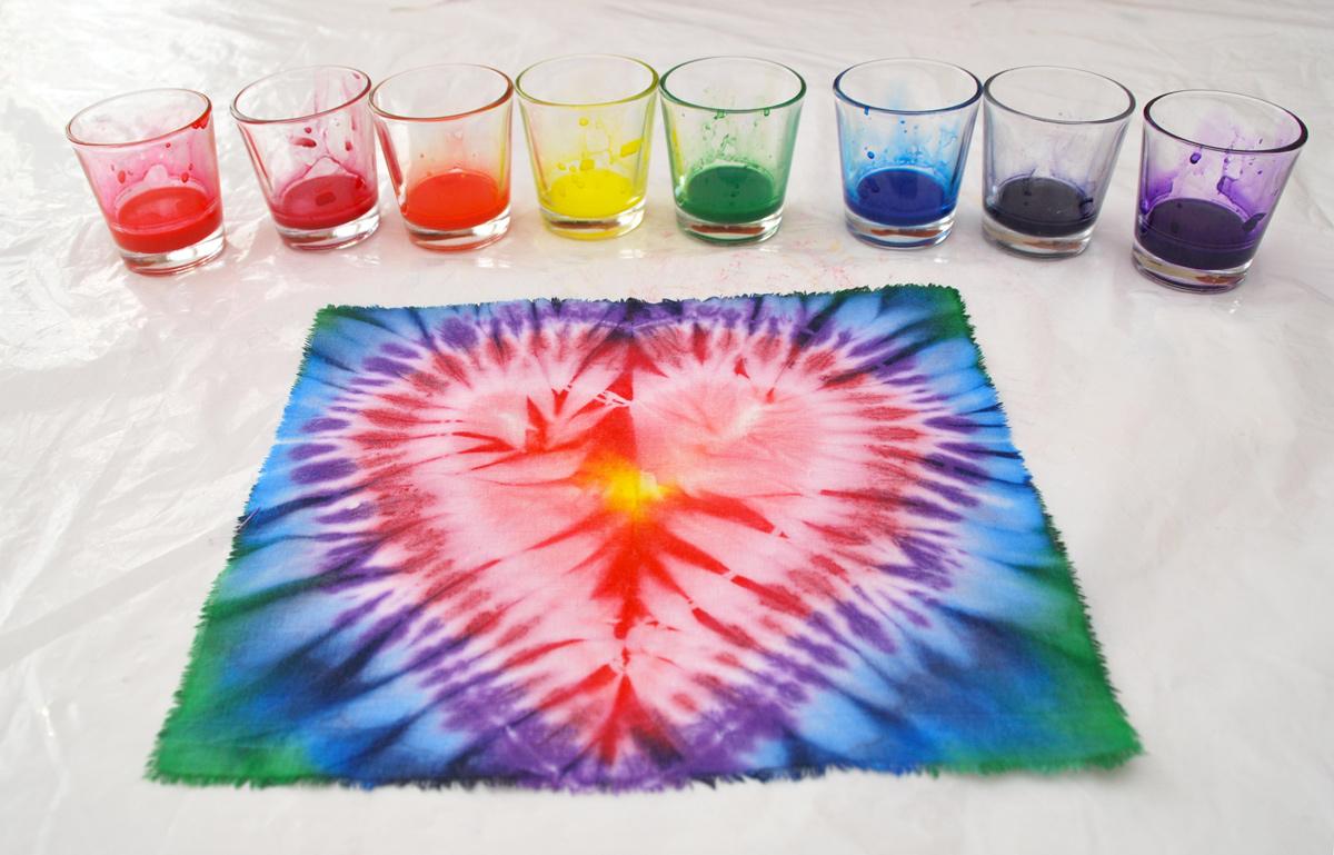 Узелковый батик, узор сердце, батик, ручное крашение ткани, окраска ткани, 100% хлопок, бандана, платок, роспись платка, роспись банданы, сибори, шибори, узелок, связование, окраска, batik, batic, nodular batic, nodular batik, tie-dye, shibari, Shibori, Shibori-workshop, сердце, heart