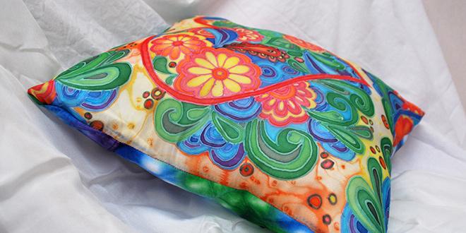 Шитьё и роспись части декоративной наволочки в технике узелкового батика. Горошек.