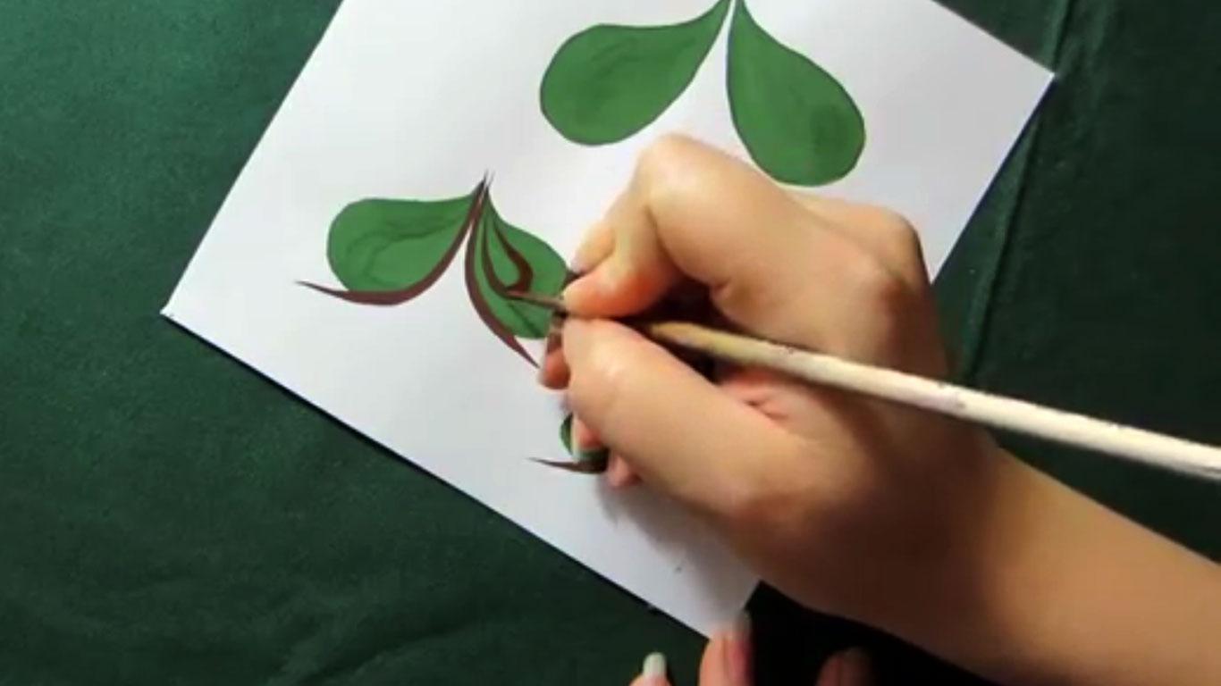 Видео урок: Каплевидные листики в городецкой росписи.