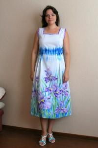 Платье расписанное ирисами