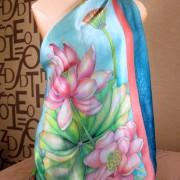 Платок батик, шелковый платок ручной росписи, шёлковый платок, воды, лотосы, батик, цветы, батик лотосы, платок с лотосами